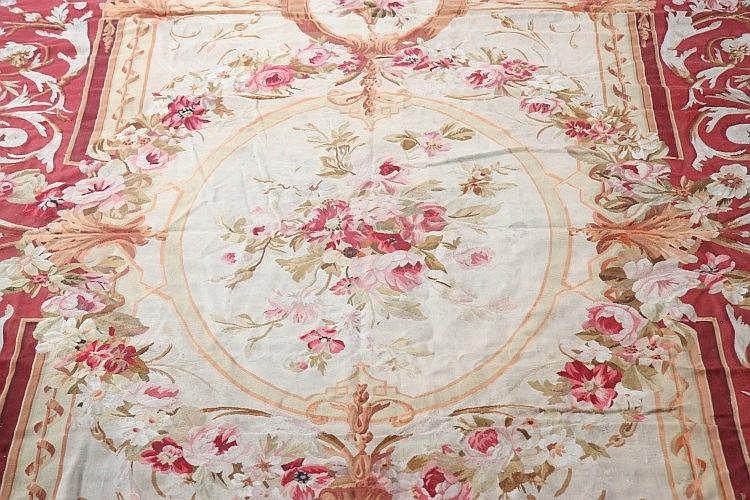 tapis d 39 aubusson xix a trois m daillons centraux fond cr. Black Bedroom Furniture Sets. Home Design Ideas