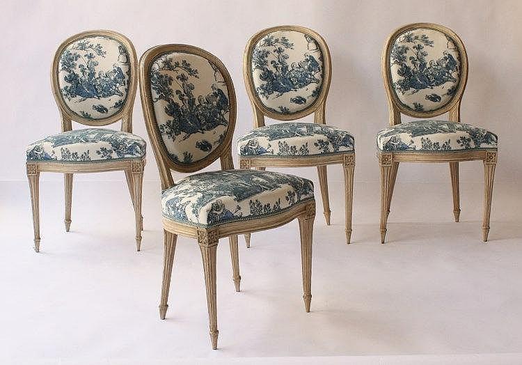 Suite de quatre chaises medaillon de style louis xvi en bois for Chaise medaillon solde