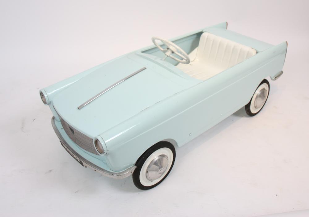 Voiture A Pedales En Tole Peugeot 404 Bleu Clair