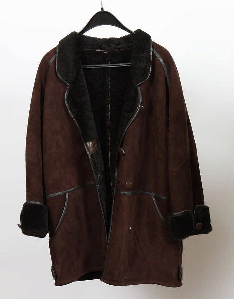 manteau en peau de mouton retournee marron. Black Bedroom Furniture Sets. Home Design Ideas