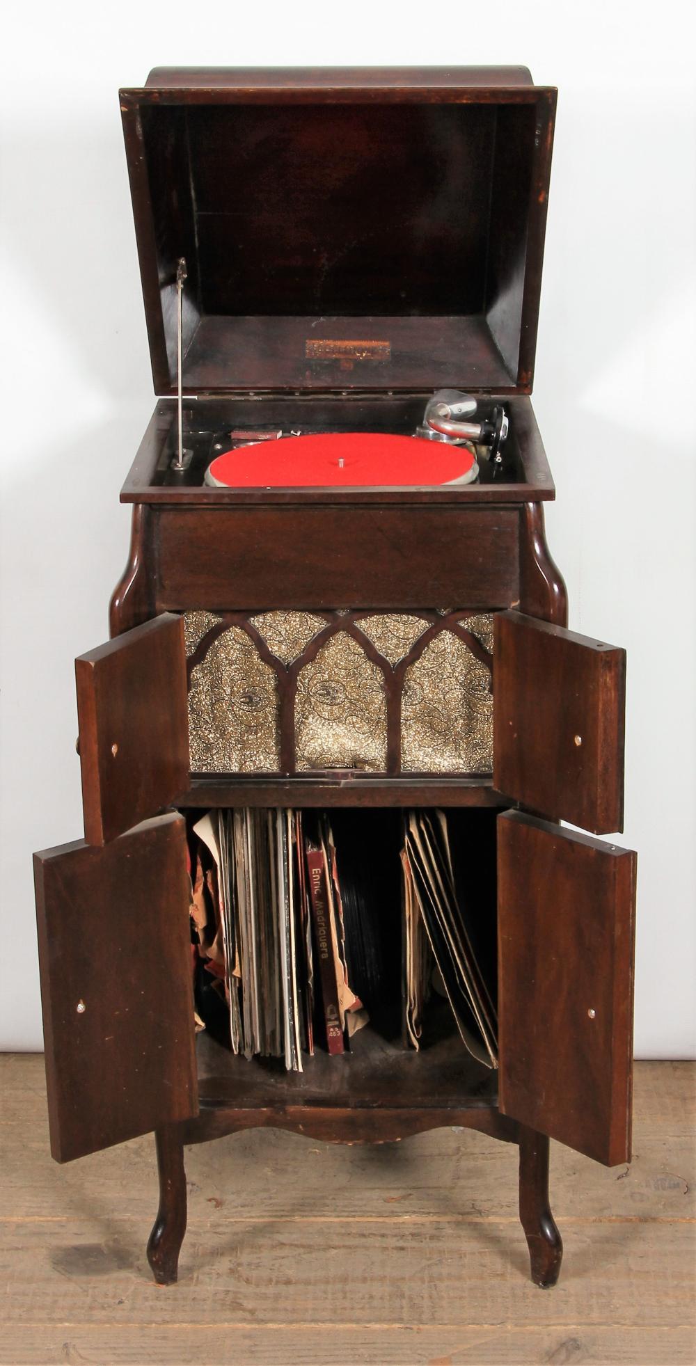 Original early 20th C. Fullotone gramophone, in 4-door mahogany cabinet - Original Early 20th C. Fullotone Gramophone, In 4-door Mahog
