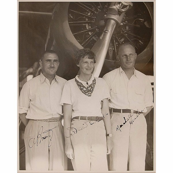 Stunning Vintage Amelia Earhart Signed Photo