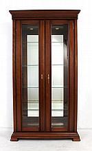 Armário vitrine em cerejeira com portas e laterais