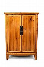 Armário oriental em madeira de casquinha, interior