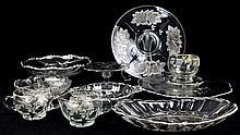 Conjunto de 10 peças em cristal antigas ornamentadas com prata, desenhos Arte-Nova; jarrinha para água, taça compota, peça para aperitivos. Bomboneira, taças para tostas, fruteira com 3 pés, 1 prato para bolo, outro para tarte e 1 taça para pacotes d