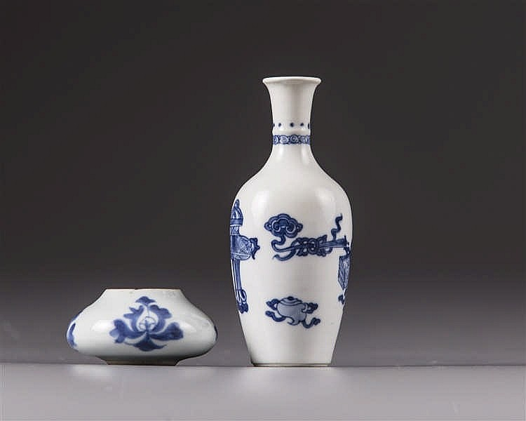 A pair of Chinese small vases