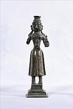 A LARGE AND NICE OLD BRONZE HINDU FEMALE FIGURE KOHL CONTAINER