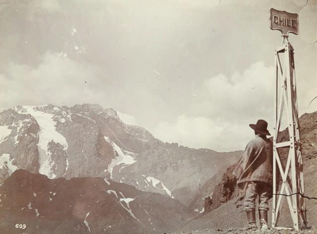 Onze photogrpahies de Streich Augusto (1866-1948), Chili, Argentine. Tirages aristotypes. Circa 1890.