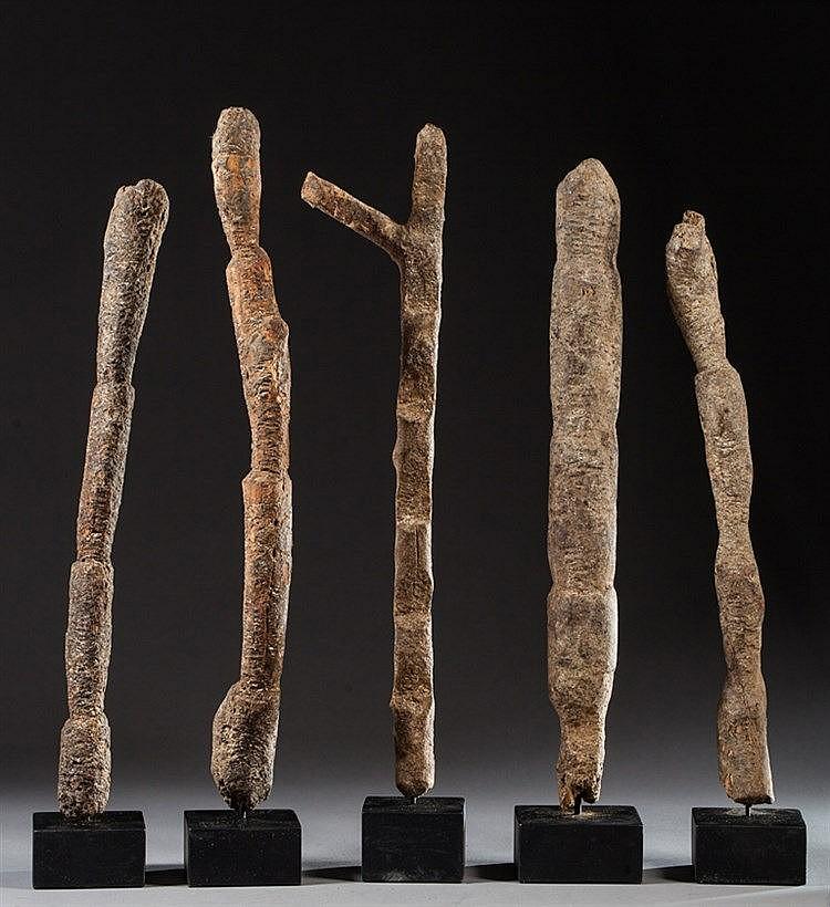 Ensemble de cinq chelles votives en bois patine for Echelle decorative bois