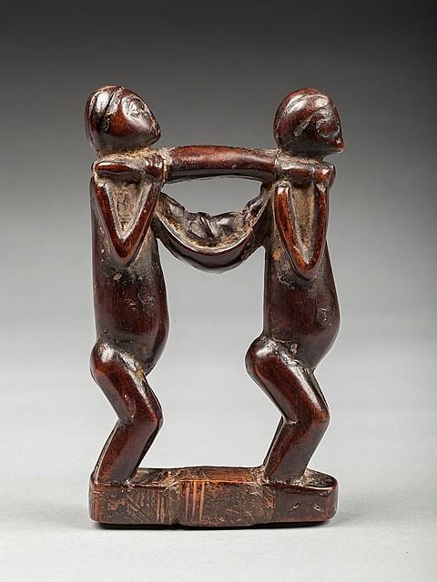 Figure votive pr sentant une chaise porteur avec dignitair for Chaise a porteur