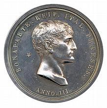 Bonaparte Premier Consul attentat à la vie de Bonaparte près de l'Opéra le 24 décembre 1800 Légende : BONAPARTE. REIP. ITAL. PRAESES (Bonaparte, président de la république Italienne) Tête de Bonaparte. Dans le champ, une étoile. Dessous ANNO III. R/.