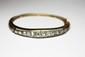 BRACELET rigide en or gris et or jaune ornée de diamants de taille rose, securité au fermoir. Poids brut : 18,5 g