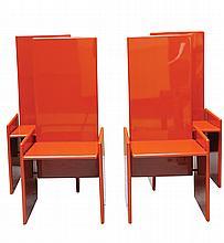 Takahama KAZUHIDE (né en 1930) Suite de quatre chaises modèle «Kazuki», structure formée de quatre panneaux en bois multicouche laqué rouge corail, montage métallique laqué noir Edition Simon International pour Gavina 1ère édition 1969 Etiquette