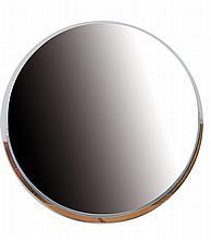 Travail Art Déco Miroir mural de forme circulaire à structure à gradin chromée et cuivrée Circa 1920 Diam.: 84 cm