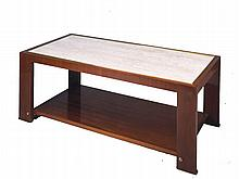 Paul DUPRE-LAFON (1900-1971) Table basse rectangulaire à double plateau, en acajou. Plateau supérieur en travertin. Encadrement du plateau et sabots en bronze doré. Circa 1935 45 x 116,5 x 45 cm  Provenance : appartement de Paul Dupré Lafon