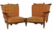 Robert GUILLERME (1913-1990) et Jacques CHAMBRON (1914-2001) Banquette d'angle à deux places en chêne, les dossiers à lattes, les assises séparées au centre par des lattes de bois en éventail formant tablette Circa 1960 91 x 205 x 75 cm