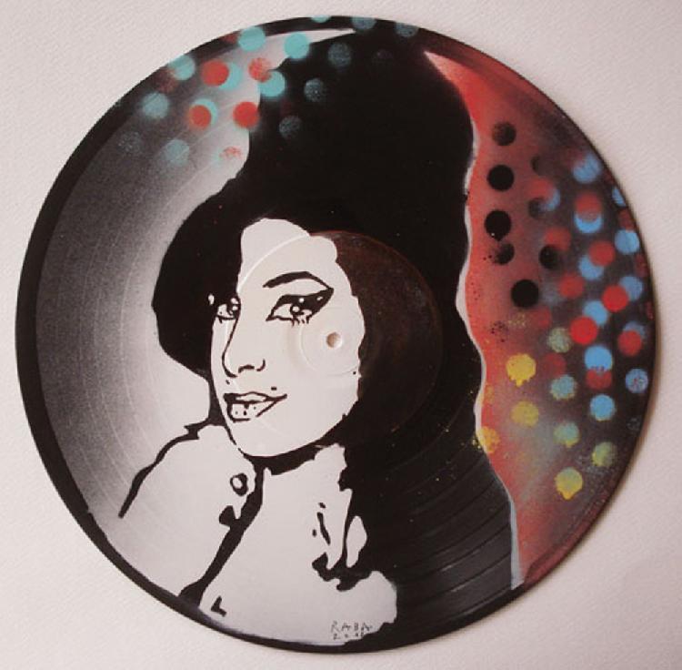 RABA (né en 1957) AMY WINEHOUSE, 2012 Acrylique sur disques 33t  Signée, datée et titrée au dos