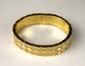 CHANEL BRACELET MATELASSE souple en or jaune composé d'une succession de maillons en or lisse légèrement  bombé et de maillons pavés de diamants taille brillant. Avec sa facture d'achat. Poids brut: 89,5 g. Diamètre: 5,5 cm.