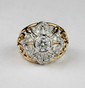 BELLE BAGUE DOME en or jaune la monture ajourée et retenant en son centre un diamants de taille brillant d'environ 0,80 carat dans un entourage de diamants brillants. Poids brut : 8,8 g TDD : 52 - 53