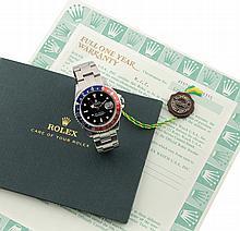 Rolex GMT Master de 1985. MONTRE en acier sur bracelet acier Rolex Jubilé ( avec un bracelet supplémentaire Oyster plié ) cadran laqué noir, index cerclés or gris, réglage de date rapide, aiguilles heure -minute, trotteuse centrale et indication d'un