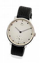 VENTURA Une montre chronomètre de marque Ventura en acier sur bracelet caoutchouc. Boitier rond monobloc acier, couronne de remontoir moletée. Cadran argent, index appliqués rectangulaires. Trotteuse décentrée à 6 heures. Aiguilles heure/minute
