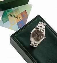 ROLEX Modèle date 1968 Ref : 1501 Numéro : 2140677 Montre en acier boitier rond courrone et fonds de boite vissé , braceket oyster acier plié cadran gris anthracite irrisé, fenètre de date à 3 heures Mouvement à remontage automatique ref 1570 Dim