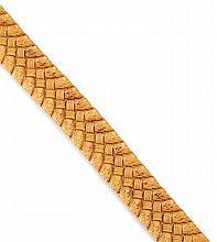 BRACELET en or jaune, motif noeud. Dans son écrin d'origine de la maison LUTZ. Poids brut : 74 gr
