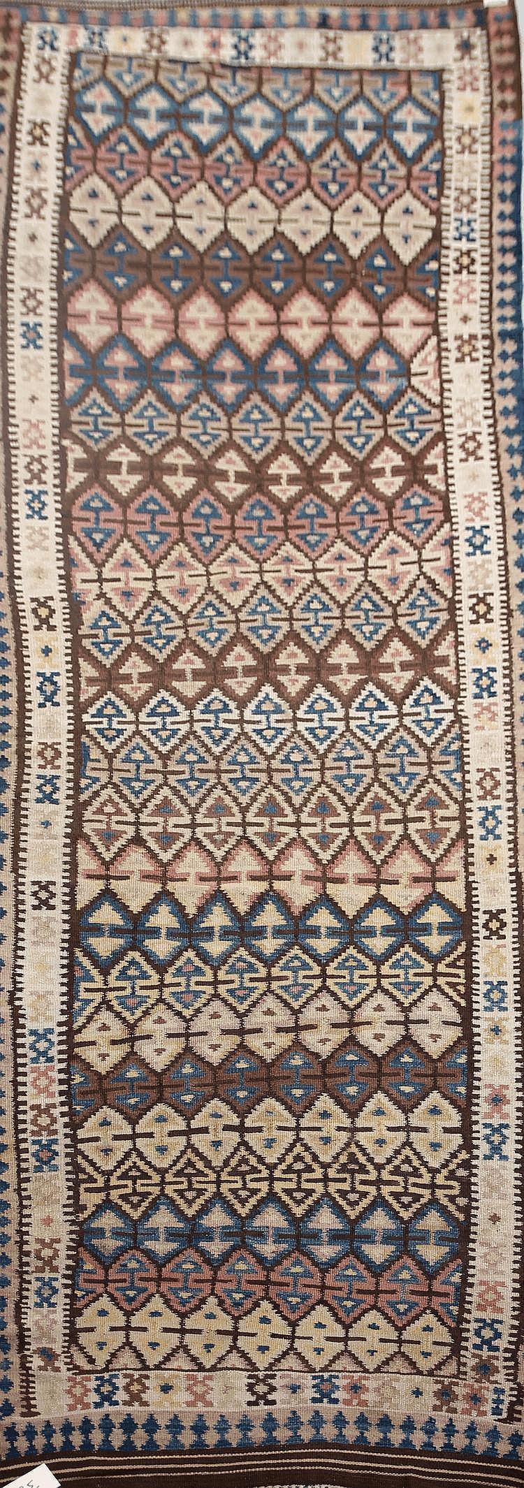 KILIM-BIDJAR (Iran) à semis de petits caissons Milieu XXème siècle 357 x 115 cm