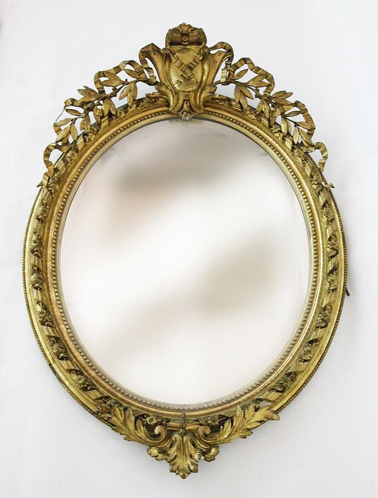 Miroir de forme ovale en bois et stuc dor fronton ajour for Forme miroir