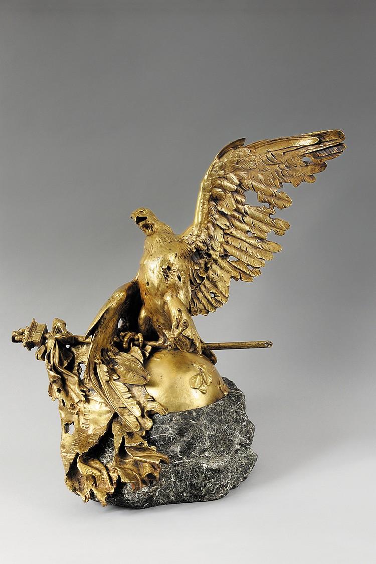 JEAN LEON GEROME (1824-1904) L'Aigle impériale expirant à Waterloo. Imposant sujet en bronze doré. Frappé