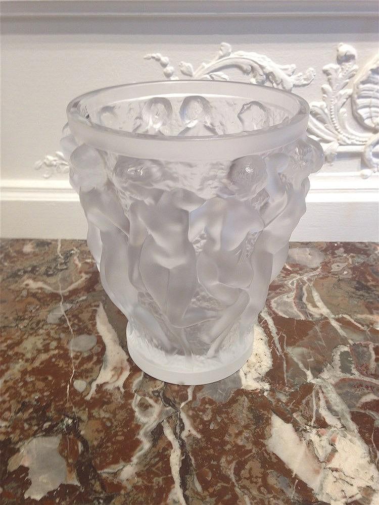 lalique france vase bacchantes en cristal moul op. Black Bedroom Furniture Sets. Home Design Ideas