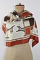 HERMES Foulard en soie à décor de voitures de poste dans les ton beiges et marron. Portant la marque 'Les coupés, Hermes, Paris' et la signature de F.de la Perrière