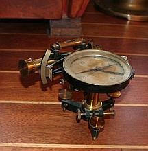 un sextant boussole ancien ( Noir et laiton )