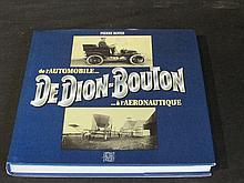 DeDion Bouton, lot comprenant le livre de Pierre Boyer « DeDion Bouton, de l'automobile...à l'aéronautique », une affiche de la 25 cv limousine et une reproduction entoilée de la célèbre affiche de Wilhio