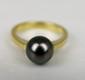 BAGUE en or jaune ornée d'une perle de Taithi. Poids brut : 5,2 g TDD : 55