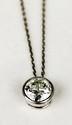 PENDENTIF en or gris orné d'un diamant en serti clos d'environs 1,75 carat. Poids brut : 3,2 g