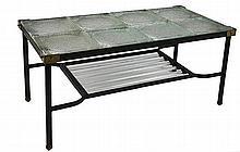 DANS LE GOÛT DE JACQUES ADNET (1900-1984)  Table basse en métal noirci.