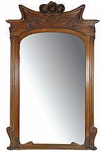 TRAVAIL STILE LIBERTI (ART NOUVEAU ITALIEN)  Spectaculaire miroir à l'encadrement en acajou.