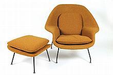 EERO SAARINEN (1910-1961)  DESIGNER & KNOLL INTERNATIONAL ÉDITEUR Womb chair et ottoman, modèles créés en 1948.