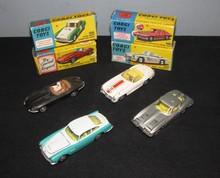 CORGI TOYS : Lot comprenant une Jaguar type E série 1 ; une Mercedes Benz 300SL ; une Chevrolet Corvette Sting Ray et une Aston Martin DB4
