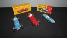 DINKY TOYS : Lot comprenant une Talbot Lago de course réf 23 H ;  une Ferrari de course réf 23J et une Cooper de course réf 240