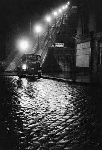 WILLY RONIS (né en 1910). - RUE MULLER, PARIS,