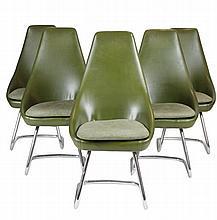 Suite de cinq fauteuils à haut dossier en skaï vert, piétement tubulaire chromé État d'usage, manque des vis, petits accrocs Circa 1970 108 x 54 x 50 cm