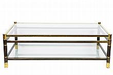 Maison JANSEN Table basse rectangulaire à deux plateaux de verre, piétement en métal tubulaire terminé par des sabots dorés Circa 1960 37 x 115 x 67 cm