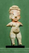 Mexique, Tlatilco, Préclassique, milieu du IIèmemillénaire.  IDOLE. Terre cuite, traces d'enduit, peinture rouge.  H. 17 cm