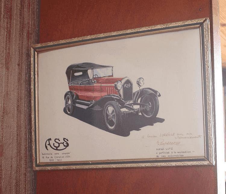 René Lutz, dessin représentant une voiture A.S.S de 1920, avec dédicace à Lucien Loreille de l'auteur qui est le fils d'Adrien Lutz, ce dernier participa à l'étude de cette voiture. Daté 1993.