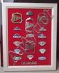 Œuvre originale de Lucien Loreille représentant un assortiment de badges émaillés et monogrammes de la marque Delahaye, 60 x 74 cm, 18 éléments.