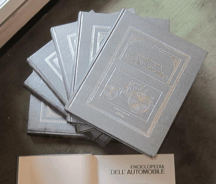 Encyclopédie de l'automobile, Edition Pininfarina en italien, 8 volumes, 1967.