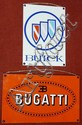 Lot de 2 plaques décoratives Bugatti (32 x 52,5 cm) et Buick(43 x 30 cm).