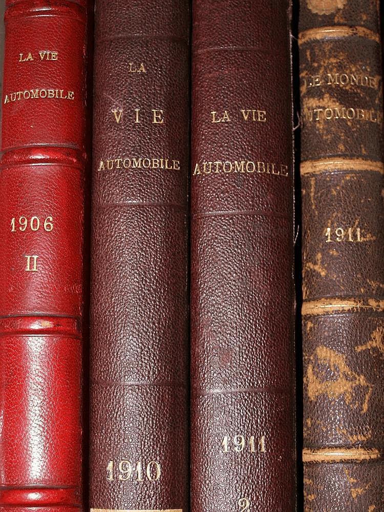 La Vie Automobile 1904, année reliée en 2 volumes, on y joint 17 numéros de l'année 1919 reliés en un volume.